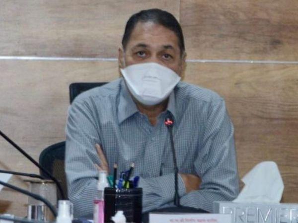 नवे गृहमंत्री दिलीप वळसे पाटील यांनी मंगळवारी दुपारी पदभार स्वीकारला. - Divya Marathi