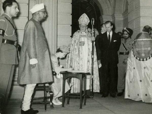 1961 मध्ये भारत भेटीदरम्यान क्वीन एलिझाबेथ द्वितीय आणि प्रिन्स फिलिप यांनी भारताचे माजी राष्ट्रपती राजेंद्र प्रसाद यांच्यासह चर्च ऑफ रेडेम्प्शनला भेट दिली.