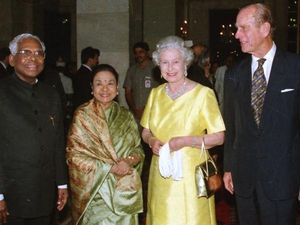 13 ऑक्टोबर 1997 रोजी प्रिन्स फिलिप तिस-यांदा पत्नी क्वीन एलिझाबेथ 2 सह भारत भेटीवर आले होते. यावेळी राष्ट्रपती भवनात त्यांचे स्वागत करताना माजी राष्ट्रपती के.आर. नारायणन.