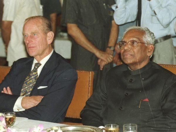 तत्कालीन राष्ट्रपती के.आर. नारायणन यांच्यासह प्रिन्स फिलिप
