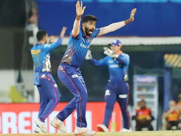 मुंबईचा बॉलर जसप्रीत बुमराहने IPL मध्ये सर्वात जास्त 25 नो बॉल टाकण्याचा रेकॉड केला. सामन्यात त्याने 4 ओव्हरमध्ये 32 धावा देऊन एक विकेट घेतली.