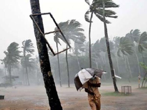 तिरुवनंतपुरममध्ये शुक्रवारी सोसाट्याचे वारे वाहत हाेते - Divya Marathi