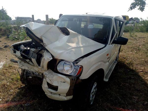 સ્કોરરને લઈ જતી ગાડીનો અકસ્માત થયો હતો - Divya Bhaskar