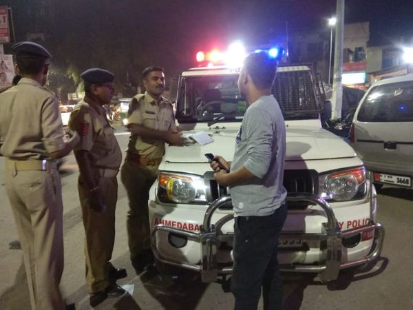 અમદાવાદમાં શાંતિ જાડવવા પોલીસની મોડી રાત્રે ફ્લોગમાર્ચ - Divya Bhaskar