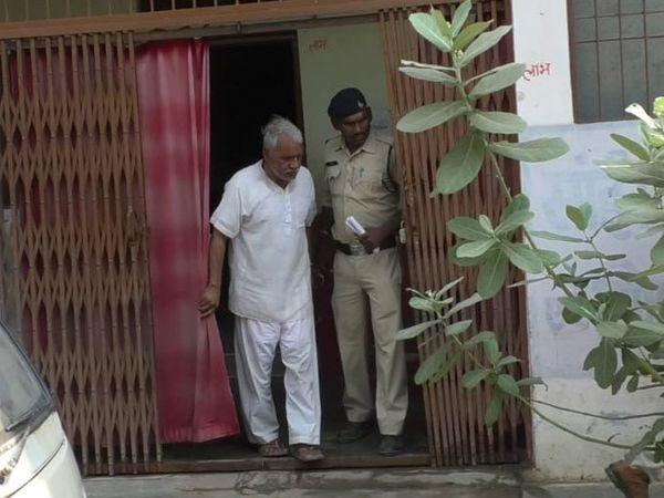 રૂમની પાસે પહોંચતા જ આરોપીને યાદ આવી ગઈ તમામ કરતૂતો - Divya Bhaskar