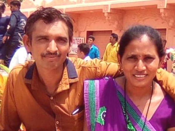 અકસ્માતમાં મોતને ભટેલા દંપતિની ફાઇલ તસવીર - Divya Bhaskar