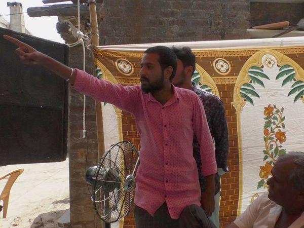 સભા દરમિયાન આક્રોશ ઠાલવી રહેલો પાટીદાર યુવાન - Divya Bhaskar