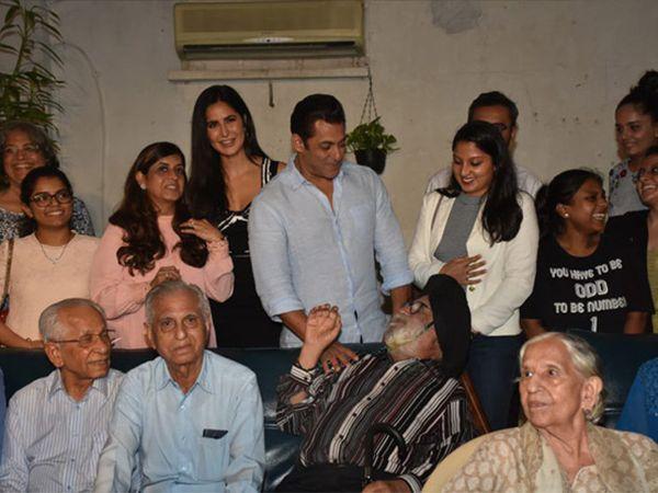 સલમાન ખાન સાથે ફિલ્મની લીડ એક્ટ્રેસ કેટરીના કૈફ પણ 'ભારત' ફિલ્મના સ્પેશિયલ સ્ક્રીનિંગમાં હાજર રહી હતી. ફિલ્મ 5 જૂને ઈદના દિવસે રિલીઝ થઇ હતી. - Divya Bhaskar
