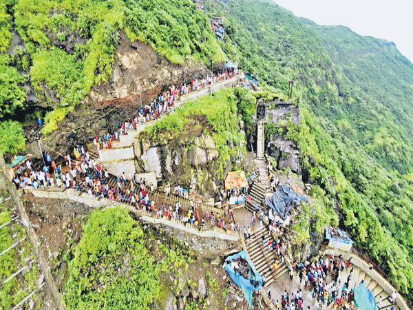 શક્તિપીઠ પાવાગઢમાં ભક્તો ઉમટ્યા - Divya Bhaskar