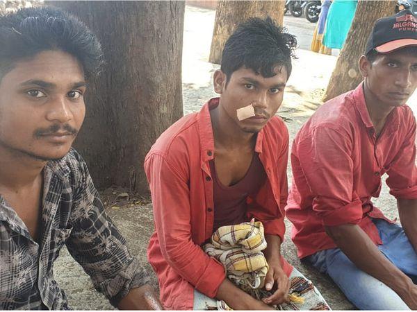 ઈજાગ્રસ્તોને સારવાર માટે હોસ્પિટલ ખસેડવામાં આવ્યાં હતાં. - Divya Bhaskar