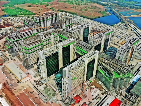 સુરતમાં નિર્માણાધિન ડાયમંડ બુર્સથી વિકાસને વેગ મળશે. - Divya Bhaskar