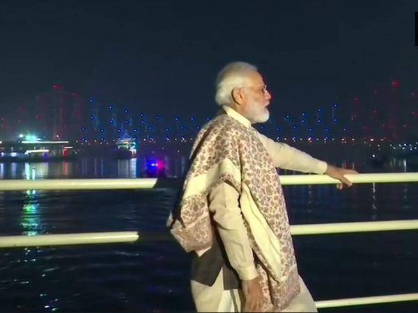 નરેન્દ્ર મોદી બોટમાં બેલુર મઠ જવા રવાના થયા હતા - Divya Bhaskar
