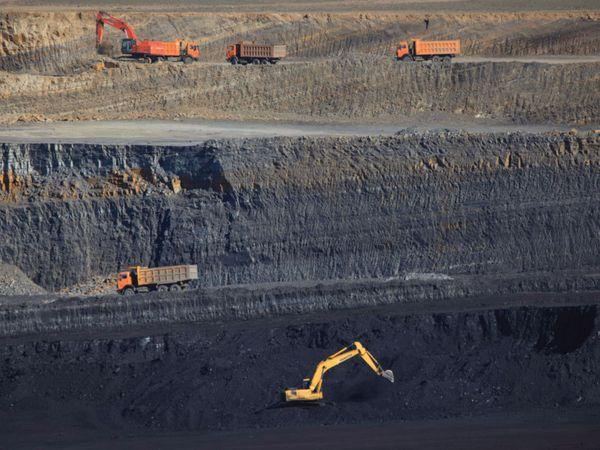 ગ્રેટાએ અદાણીને કોલસાનું ખોદકામ રોકવા જણાવ્યું - ફાઇલ તસવીર - Divya Bhaskar
