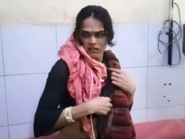 કિન્નરને આપઘાતના પ્રયાસ કર્યા બાદ સારવાર માટે સિવિલ હોસ્પિટલ ખસેડવામાં આવ્યો હતો. - Divya Bhaskar