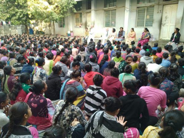 માતાઓએ શેરી વર્ગોની શરૂઆત કરી - Divya Bhaskar