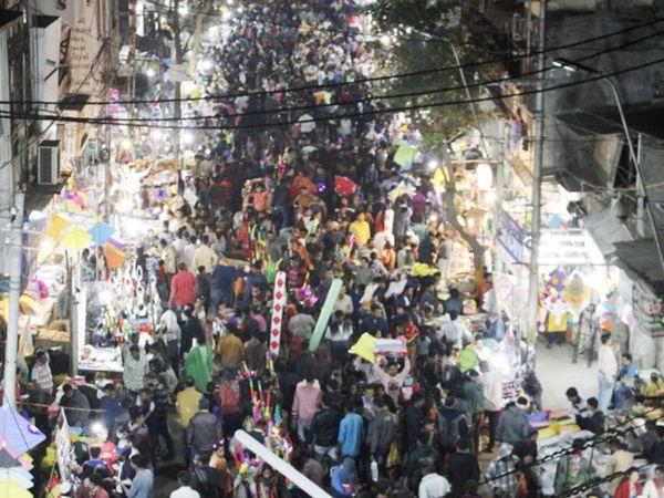 હરાજીમાં મોટા પ્રમાણમાં માનવ મહેરામણ ઉમટ્યું - Divya Bhaskar