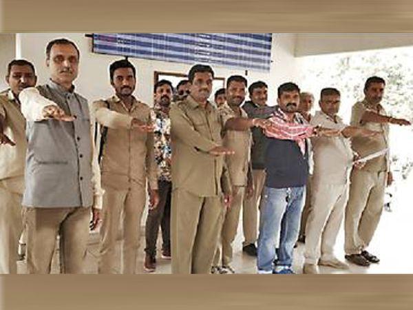 ડ્રાઇવરો રોજ પ્રતિજ્ઞા લઇ રહ્યા છે - Divya Bhaskar