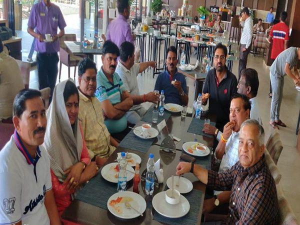 સિંધિયા સમર્થક ધારાસભ્યો બેંગલુરુના એક રિસોર્ટમાં રોકાયા છે - Divya Bhaskar