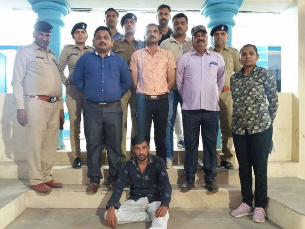 બી ડિવિઝન પોલીસ ટીમોએ ખૂનના આરોપીને ગણતરીના કલાકોમાં પકડ્યો - Divya Bhaskar
