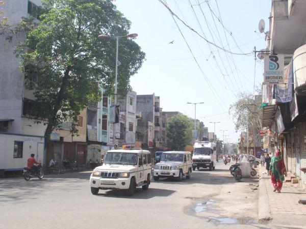 આખો દિવસ શહેરમાં પોલીસ ફરી રહી હતી - Divya Bhaskar