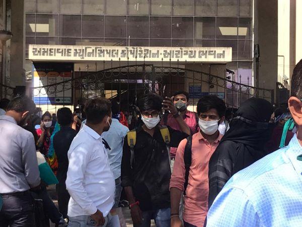 અમદાવાદમાં નર્સ અને ડોક્ટરની ભરતીનું આયોજન કરવામાં આવ્યું હતું - Divya Bhaskar