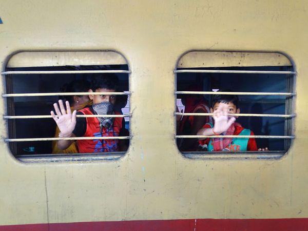 જામનગરથી રવિવારના 1200 શ્રમિકો સાથે 5મી  ટ્રેન રવાના કરવામાં આવી હતી - Divya Bhaskar