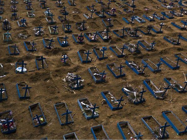 બ્રાઝીલમાં 30 દિવસની અંદર કોરોના સંક્રમણથી મૃત્યુ પામેલા લોકોની કબર.