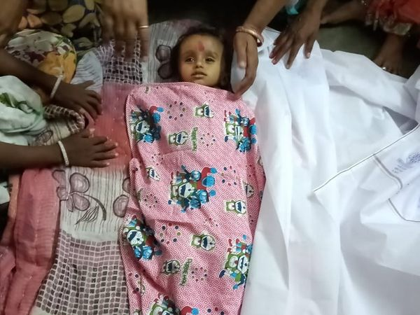 2 વર્ષીય બાળક વેદપ્રકાશ પંચાલનું ગાડીમાં ગૂંગળાઈ જવાથી મોત થયું - Divya Bhaskar