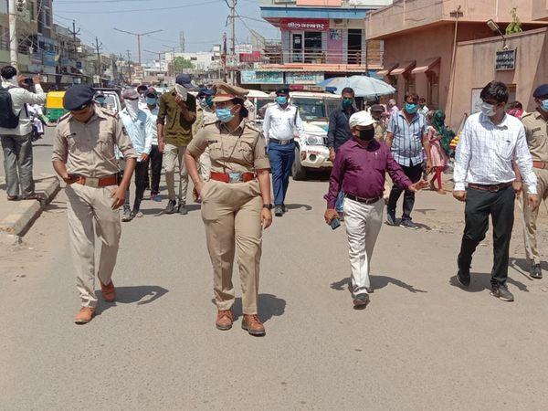 પોલીસે લોકોને સમજાવ્યા હત - Divya Bhaskar