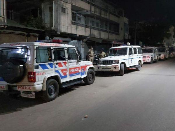 ગોધરાના પાવર હાઉસ સામે તિરગરવાસમાં પૈસા બાબતે પથ્થરમારો થતાં પોલીસ દોડી આવી હતી. - Divya Bhaskar