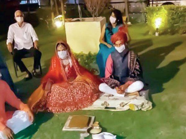 અનેક લગ્નો માત્ર પરિવારની હાજરીમાં બિલકુલ સાદગીથી થયા. - Divya Bhaskar