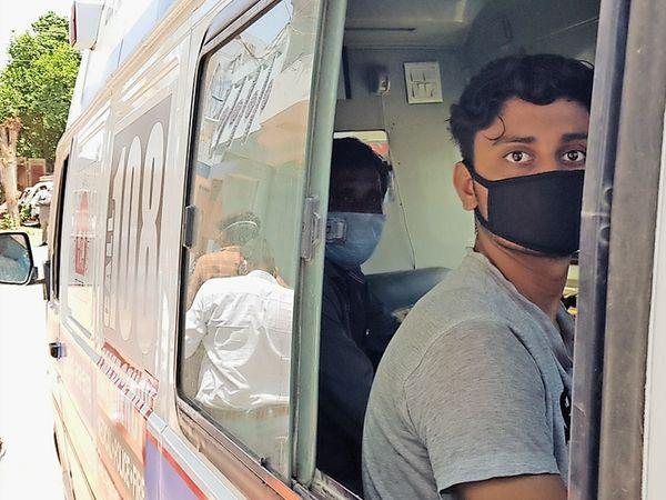વાસકૂઇના કોરોના પોઝિટિવ દંપતીને સારવાર માટે લઇ જવાયા. - Divya Bhaskar