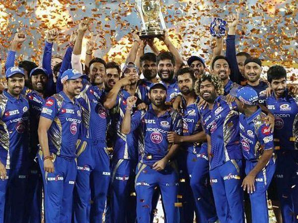આ ફોટો 2019 IPL ફાઇનલનો છે. ગત વર્ષે મુંબઇ ઇન્ડિયન્સે ચેન્નઇ સુપર કિંગ્સને 1 રનથી હરાવીને ચોથી વખત ટાઇટલ જીત્યું હતું. - Divya Bhaskar