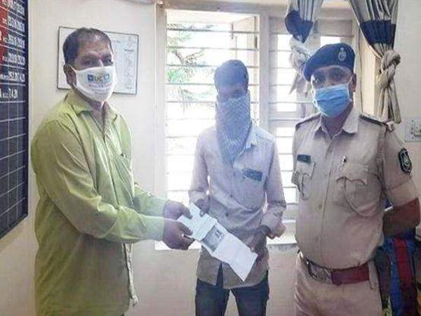 પોલીસે મૂળ માલિકને ચેક પરત આપ્યો