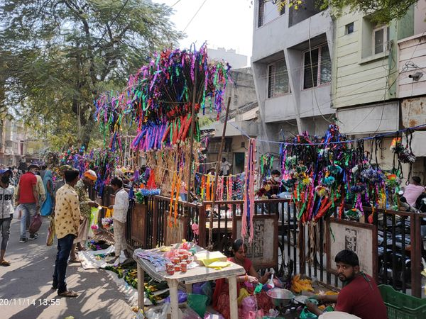 દિવાળી ટાણે દાહોદના બજારમાં ગાયગોહરીના સુશોભનની હાટડીઓ આકર્ષણનું કેન્દ્ર બની હતી - Divya Bhaskar