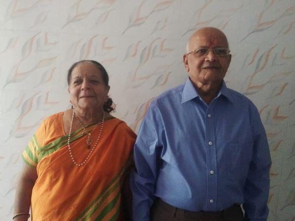 વતનમાં કુટુંબના સભ્યો સાથે 25 વર્ષ બાદ દિવાળીની ઉજવણી કરવાની અવસર મળ્યાનું પતિ પત્નીએ કહ્યું હતું. - Divya Bhaskar