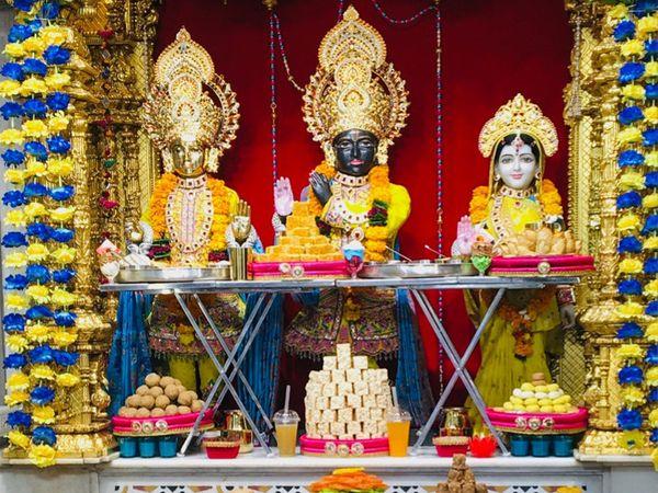 ભગવાન સ્વામિનારાયણને અન્નકૂટનો ભોગ ધરાવવામાં આવ્યો - Divya Bhaskar