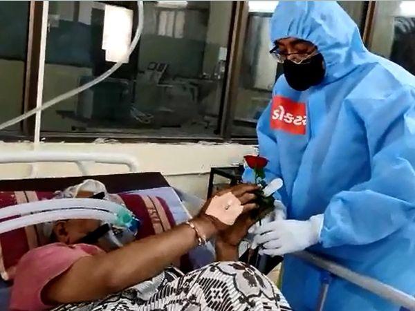 કોરોનાના દર્દીઓ સાથે નવા વર્ષની ઉજવણી - Divya Bhaskar