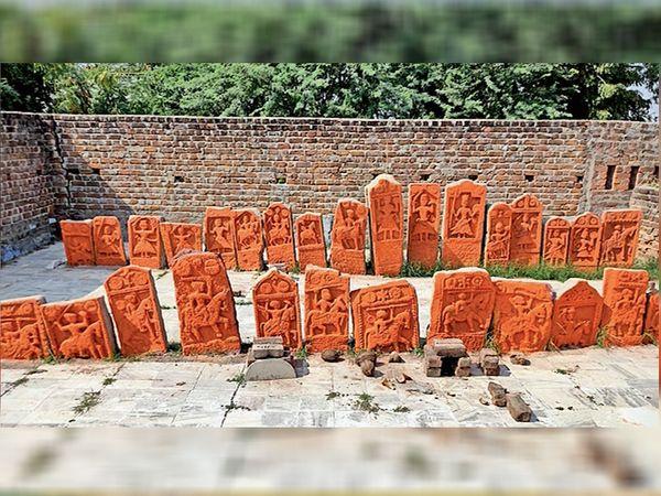 ગ્રામજનો બેસતાવર્ષે પાળિયા પર સિંદુર લગાવી પૂજન-અર્ચન કરે છે. - Divya Bhaskar
