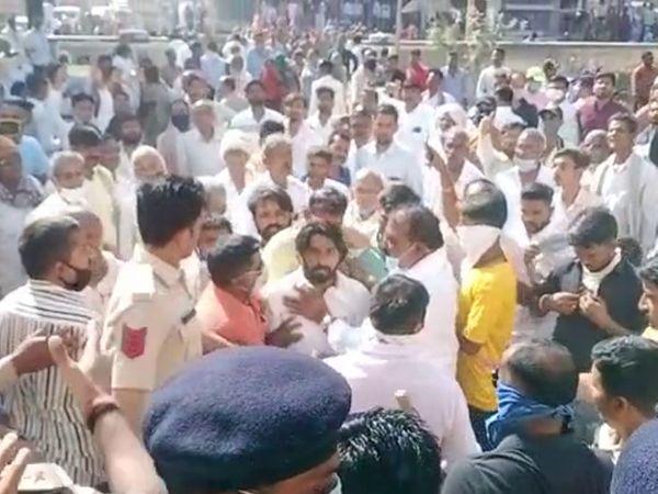 ઉના પોલીસ સ્ટેશનનો ઘેરાવ કરી એક વ્યક્તિએ આત્મવિલોપનનો પ્રયાસ કર્યો હતો - Divya Bhaskar