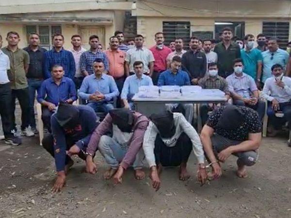 પોલીસે 4 આરોપીઓની ધરપકડ કરી - Divya Bhaskar
