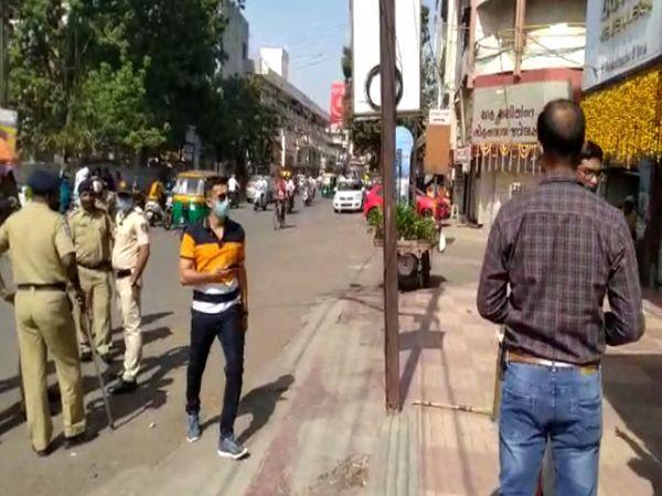 પોલીસ ઘટનાસ્થળ પર - Divya Bhaskar