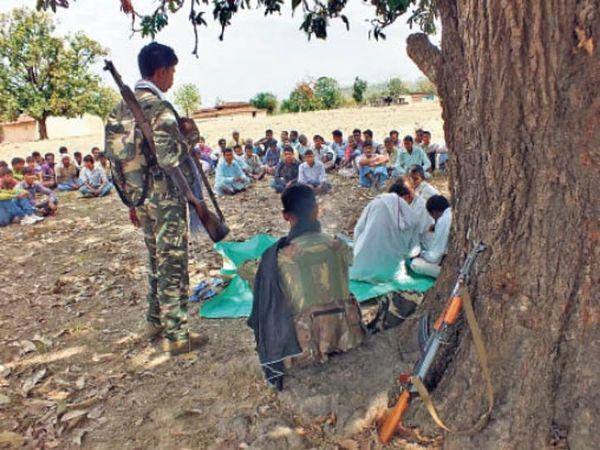 નક્સલી ગામે ગામ કેમ્પ લગાવીને યુવાનોને ભરતી કરી રહ્યાં છે, આદેશ ન માને તો અપહરણ કરવાની ધમકી પણ આપે છે - Divya Bhaskar