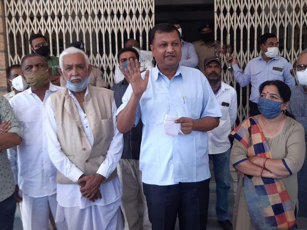 સુરેન્દ્રનગર જિલ્લા કોંગ્રેસે ખેડૂતોના સમર્થનમાં વિરોધ પ્રદર્શન કર્યું હતું - Divya Bhaskar