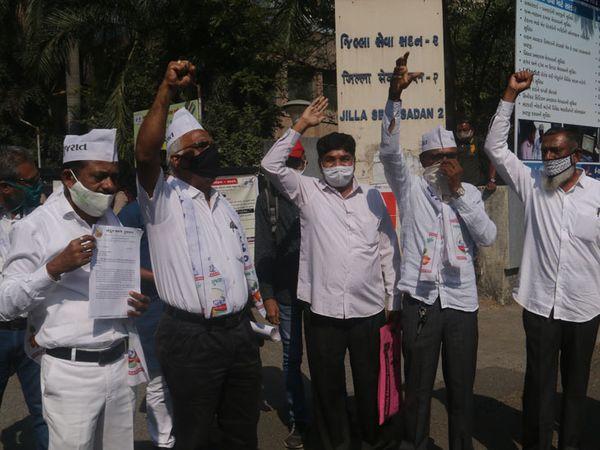 ખેડતુઓએ દિલ્હીમાં  પ્રદર્શન કરી રહેલા ખેડુતોને સહકાર આપ્યો હતો. - Divya Bhaskar
