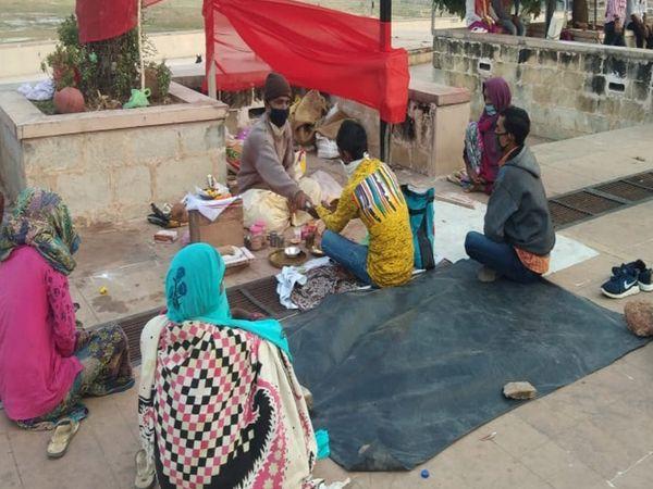 પ્રતિબંધ ઉઠતાં તર્પણ વિધિ ગુરુવારે શરૂ થઈ - Divya Bhaskar