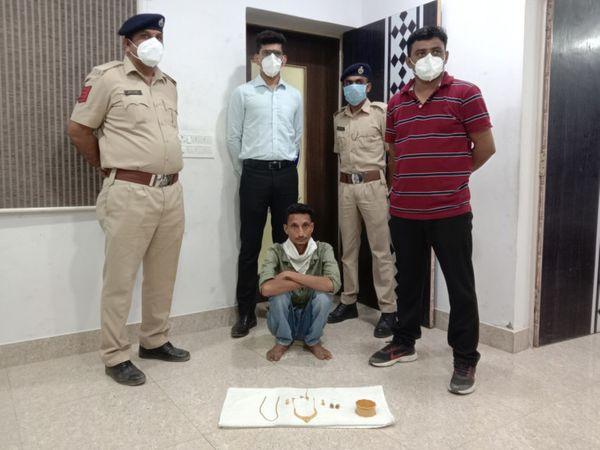 વાઘોડીયા પોલીસે આરોપીને ઝડપી પાડયો હતો. - Divya Bhaskar