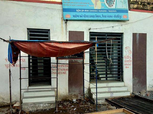 નસવાડીનું શુલભ શોચાલય બંધ હાલતમાં જણાય છે. - Divya Bhaskar