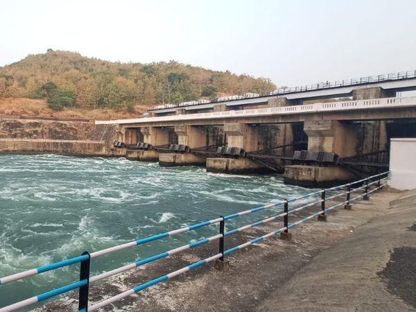 ગુજરાતમાં નર્મદા કેનાલનું પાણી વાપરતા લોકોએ હવે પછી સરકારને વધુ દર ચૂકવવા પડશે. - Divya Bhaskar