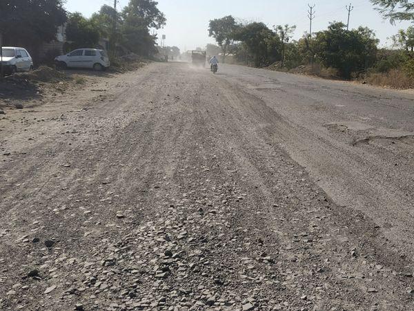 ખાતમૂહુર્ત કરી અટકી ગયેલા તંત્રને રસ્તાની હાલાત દેખાતી નથી. - Divya Bhaskar